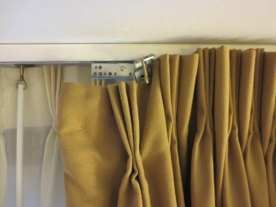 Inn on the Square: Broken curtain rod