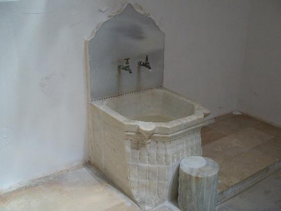 Great Hamam : Detail of basin