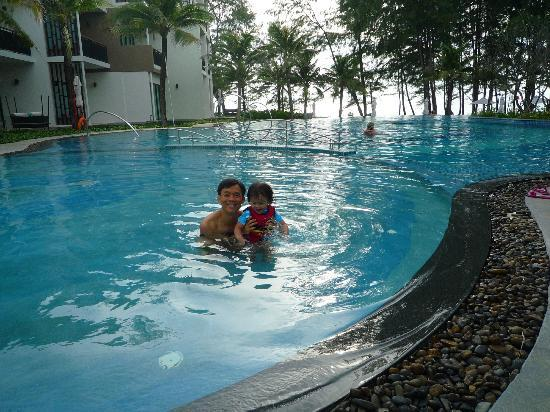 Holiday Inn Phuket Mai Khao Beach Resort: Kids pool