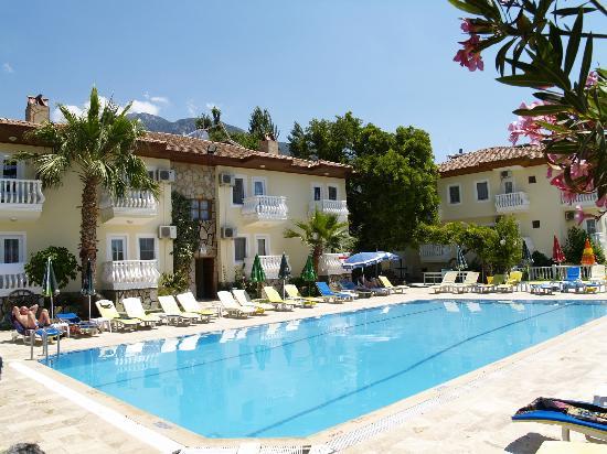 Yalcin Hotel : hotel pool area