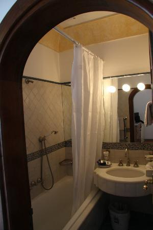 Hotel Miramare: Small Bathroom but Functional