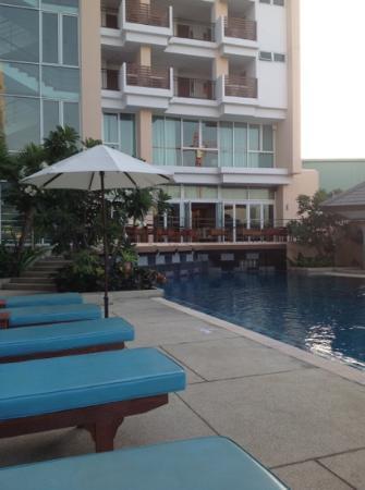Hotel J Pattaya: สระว่ายน้ำ