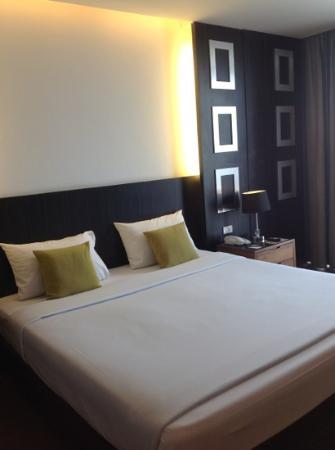 Hotel J Pattaya: double bed in connecting room