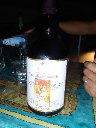 caffe bar Turrisi: Il vino alla Mandorla