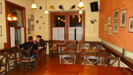 To Trikyklo: Interior on the ground floor