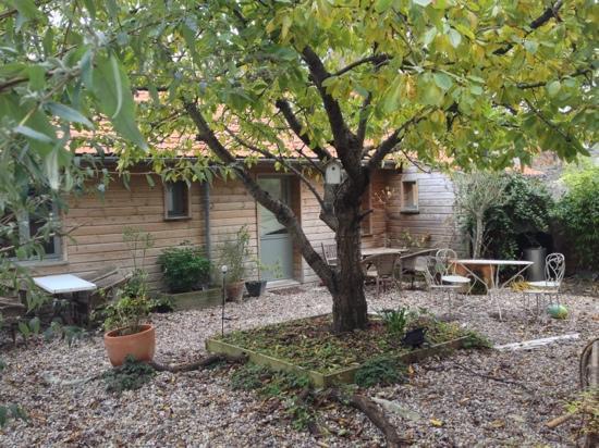 Le Patio : cour avec salon de jardin