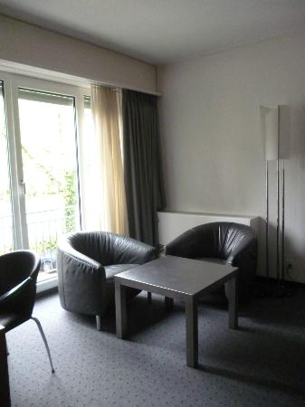 Park Hotel Winterthur: Sitting area in Superior room