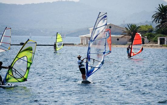 Wind Fornells: Windsurfing courses