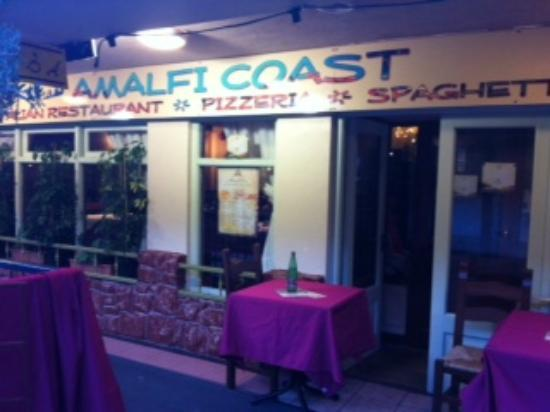 Amalfi Coast Italian Restaurant: Front entrance to the Amalfi Coast