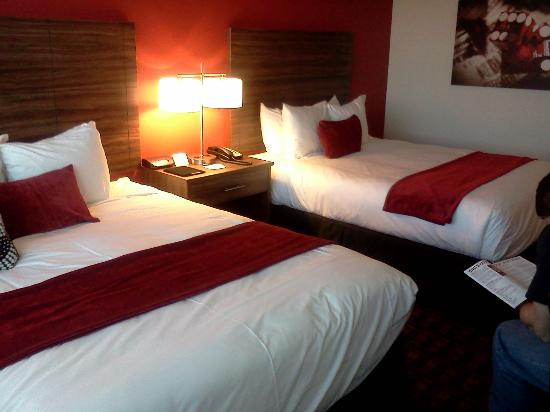 The D Casino Hotel Las Vegas: New beds and well done linens...carpeted fresh and new too