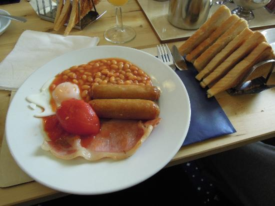 New Derina Hotel: English Breakfast