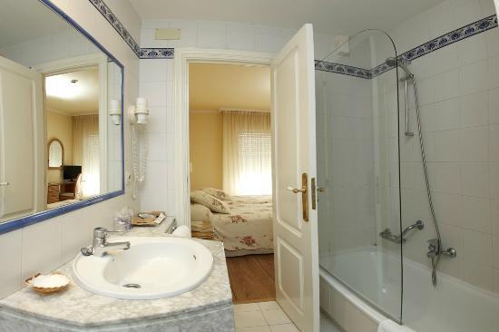 Hotel Rotilio: Baño habitación