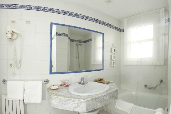 Hotel Rotilio: Baño