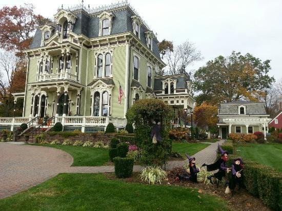 Silas W. Robbins House: Inn