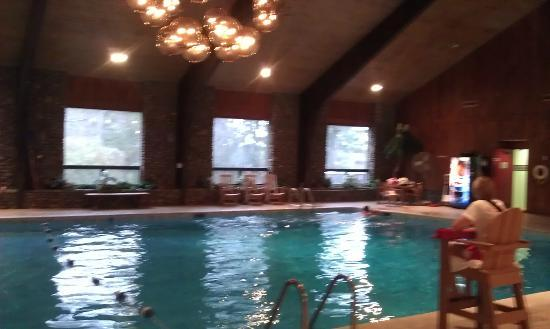 Peek'n Peak Resort and Spa: indoor pool
