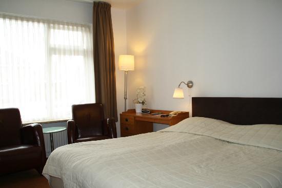 Hotel de Rozenstruik : Een hotel kamer