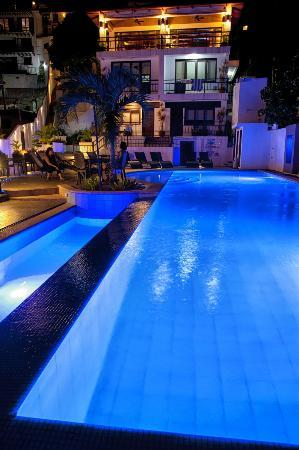 Out of the Blue Resort: Ground Level Pool