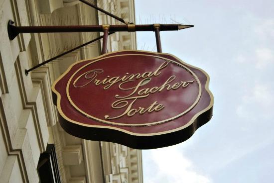 Hotel Sacher Wien: L'insegna dell'hotel