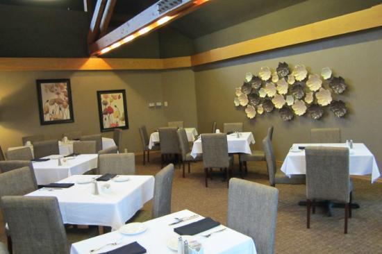 Tarragon at The Inn at Honey Run : Major portion of dining room