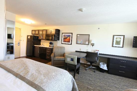 Candlewood Suites St Joseph: Kitchenettes and work spaces in Studio Suites