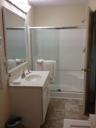 Club Ocean Villas II: pic1 - bathroom: sink/shower
