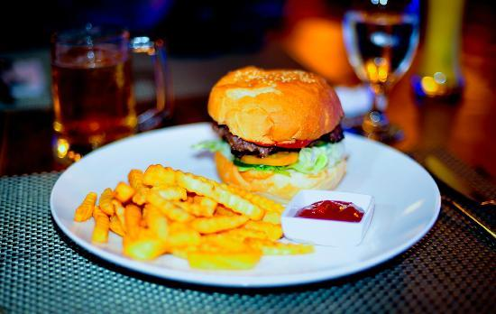 The Verandah Restaurant: Hamburger