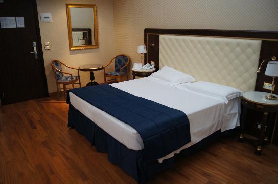 Hotel Mondial: Номер