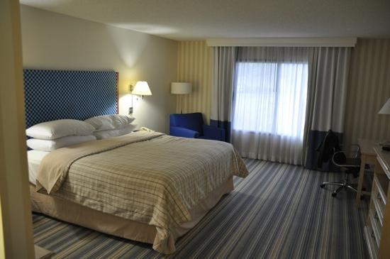 Four Points by Sheraton Bakersfield: chambre grande et agreable