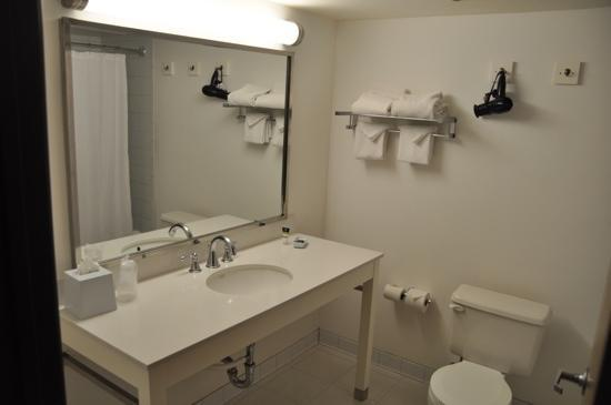 Four Points by Sheraton Bakersfield: salle de bain