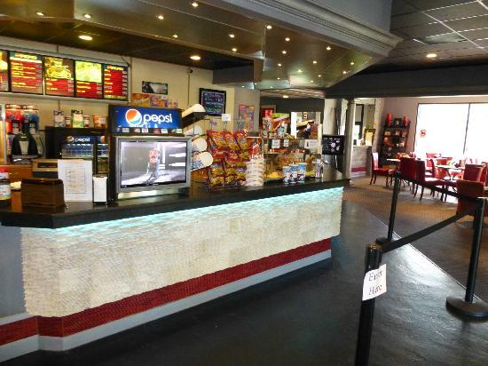Park Plaza Cinema: A movie without a pop-corn? Are you kidding me?!