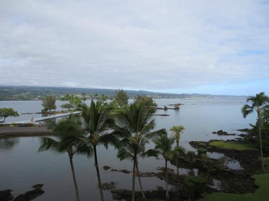Castle Hilo Hawaiian Hotel: view from 522