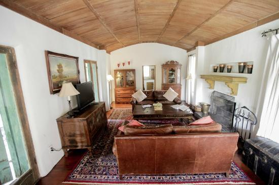 Casa Cody: Adobe House living room