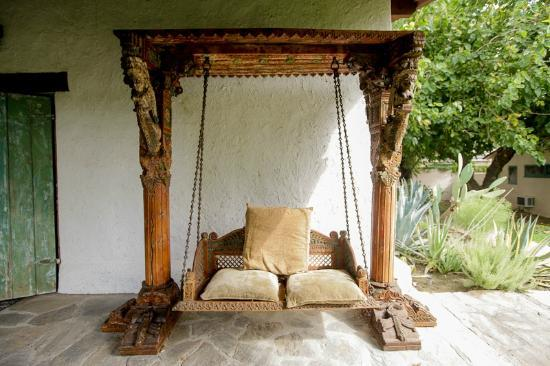 Casa Cody: Adobe House swing