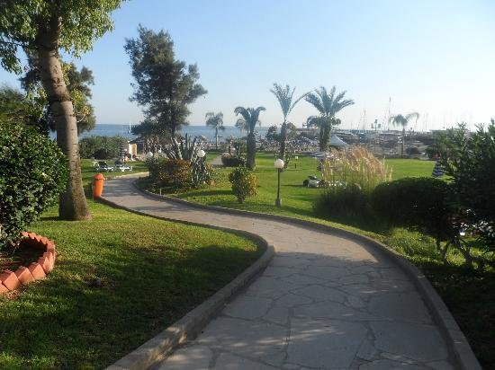 St Raphael Resort : grounds