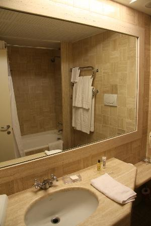 Hilton Rome Airport Hotel : Bathroom