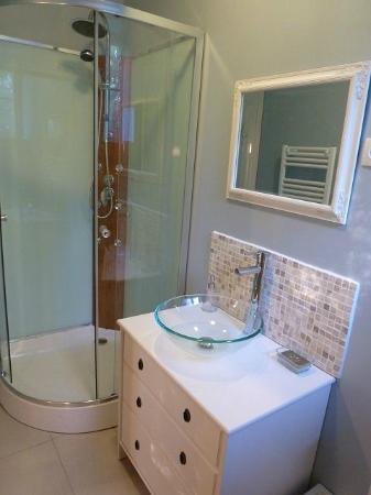Le Pireau : Salle de bain privative