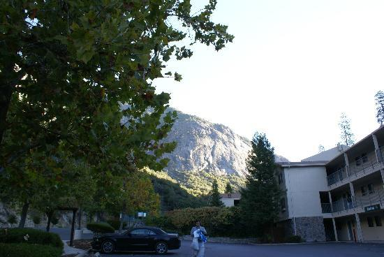 Yosemite View Lodge: View from the Car Park