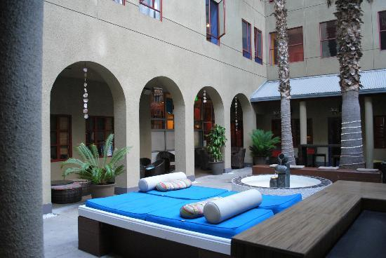 Hostelling International - Los Angeles/Santa Monica: Courtyard