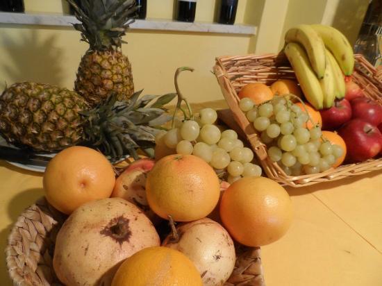 Il Grifo Hotel e Prosciutteria: Frutta and Breakfast
