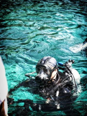 Action Divers: Returning To Dive Boat