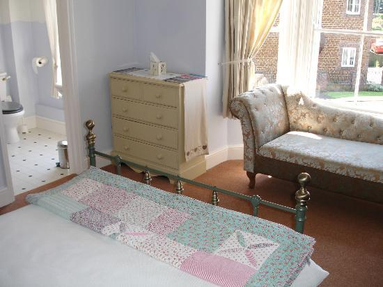 The Grove: Large double ensuite room