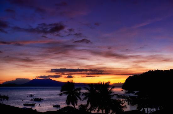 Action Divers : Sunrise In In Puerto Galera