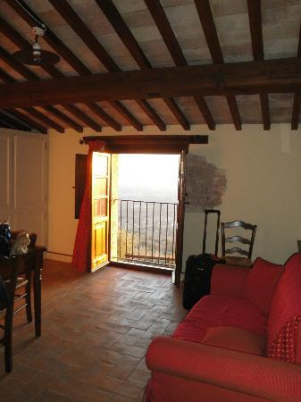 Agriturismo Le Mandrie di San Paolo: View out the balcony door from La Violeta sitting room