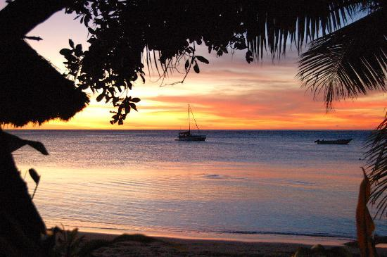 Blue Lagoon Beach Resort: lagoon at sunset