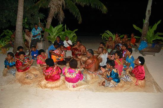 Blue Lagoon Beach Resort: Local villagers ceremony