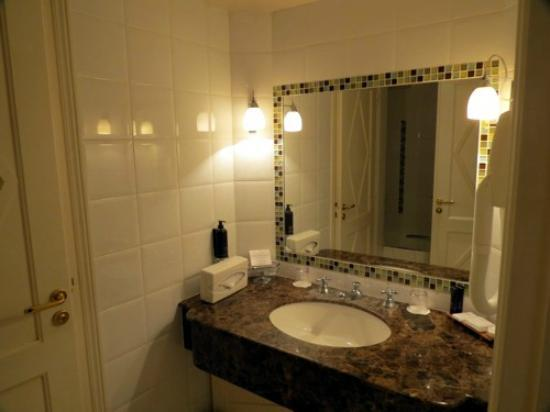 Hotel Brighton - Esprit de France: Banheiro
