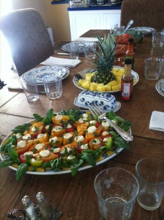 Bella Villa Messina: Amazing breakfast with Heirloom tomatoes SO FRESH