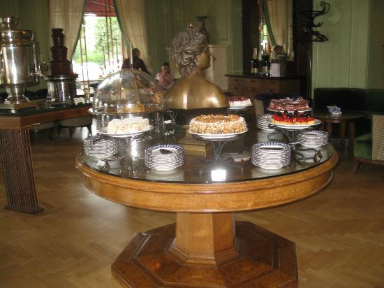 Rotonda: десертный стол