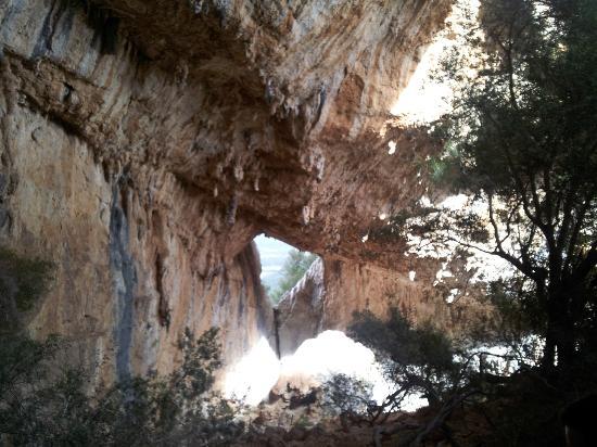 Coop. Ghivine del G.r.a.: Il finestrone di Tiscali sulla vallata
