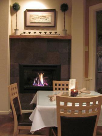 River's Edge: beautiful fireplace!
